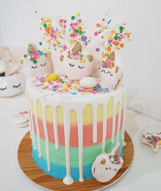 Unicorn daydreams cake