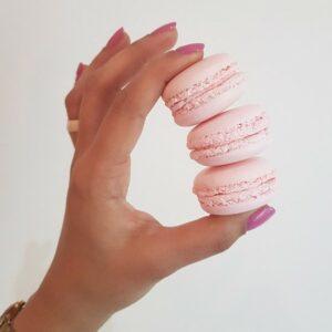 Rose macaron