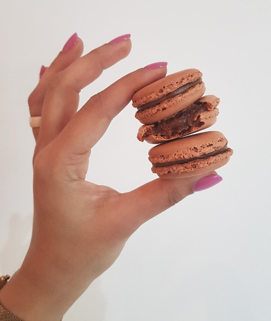 Peanut butter macaron