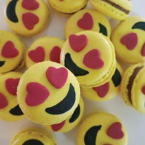 Love emoji macaron