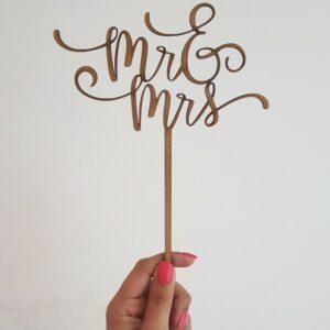 """""""Mr & Mrs"""" laser-cut topper"""