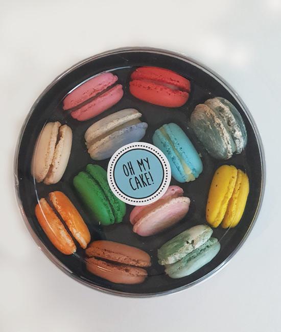 Assorted box of 12 macarons