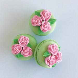 Dainty floral macaron
